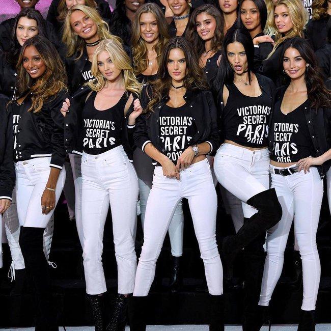 Dàn mẫu Victorias Secret đổ bộ sân khấu để tổng duyệt show, bật mí concept makeup và làm tóc - Ảnh 5.