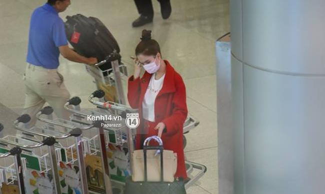 Ngọc Trinh gặp rắc rối với hành lý khi vừa về tới Việt Nam - Ảnh 3.