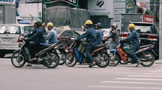 Phát điên, ngộp thở vì cảnh giờ nào cũng kẹt xe, chỗ nào cũng kẹt xe ở Sài Gòn - Ảnh 3.