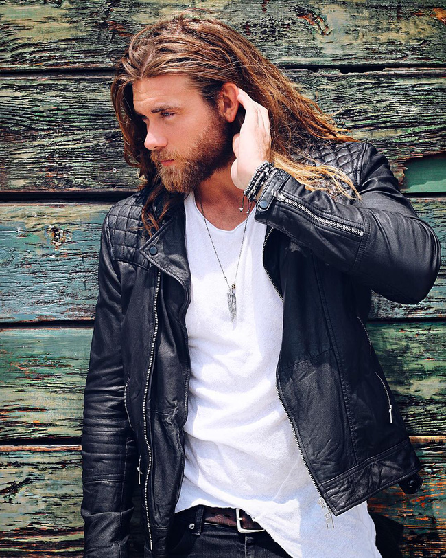 Ai bảo con trai thì không được để tóc dài? Vẫn quyến rũ và nam tính thế này mà! - Ảnh 20.