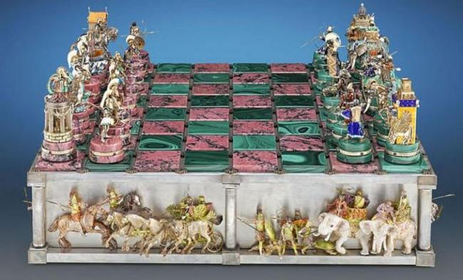Mục sở thị bàn cờ vua đắt nhất thế giới có giá tận 37 tỷ đồng - Ảnh 1.