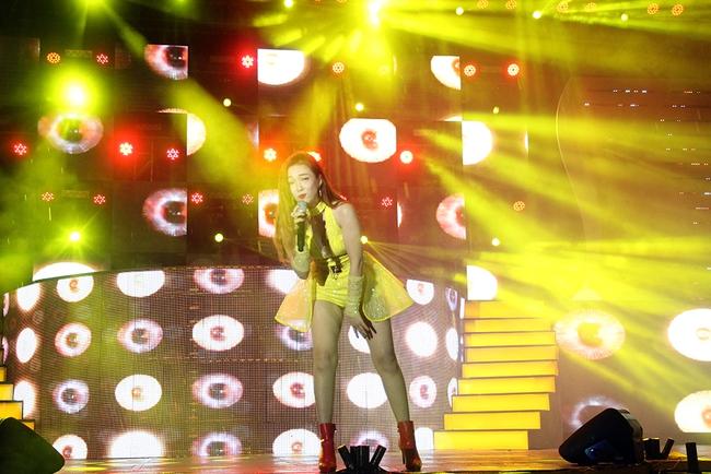 Đông Nhi sung hết cỡ cùng hàng nghìn fan trong đêm mở màn tour liveshow xuyên Việt - Ảnh 17.
