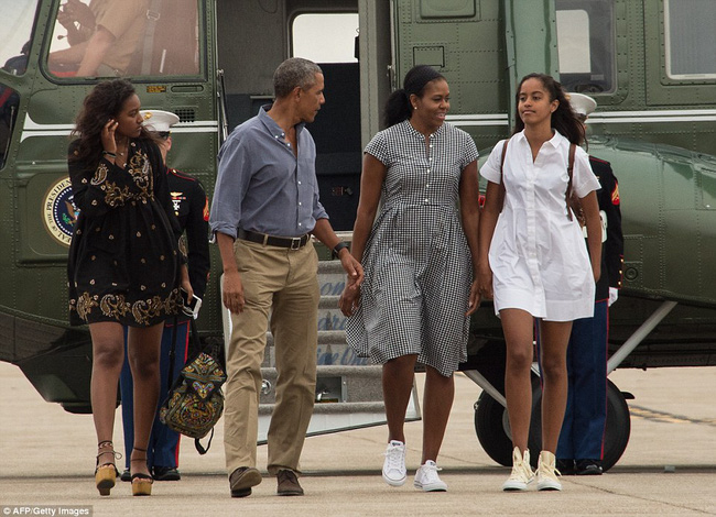 Cư dân mạng nhận xét cha con Tổng thống Obama giữ khoảng cách sau scandal Malia hút cần sa - Ảnh 5.