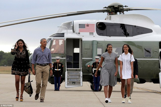 Cư dân mạng nhận xét cha con Tổng thống Obama giữ khoảng cách sau scandal Malia hút cần sa - Ảnh 6.
