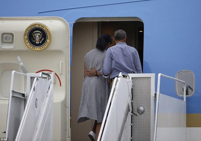 Cư dân mạng nhận xét cha con Tổng thống Obama giữ khoảng cách sau scandal Malia hút cần sa - Ảnh 8.