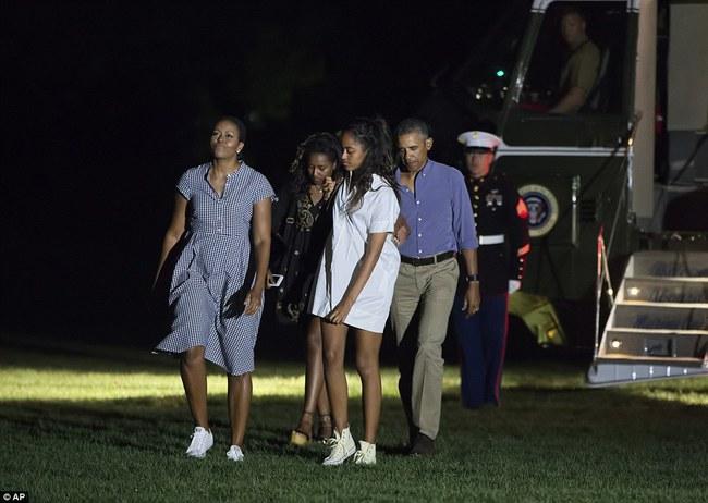 Cư dân mạng nhận xét cha con Tổng thống Obama giữ khoảng cách sau scandal Malia hút cần sa - Ảnh 10.