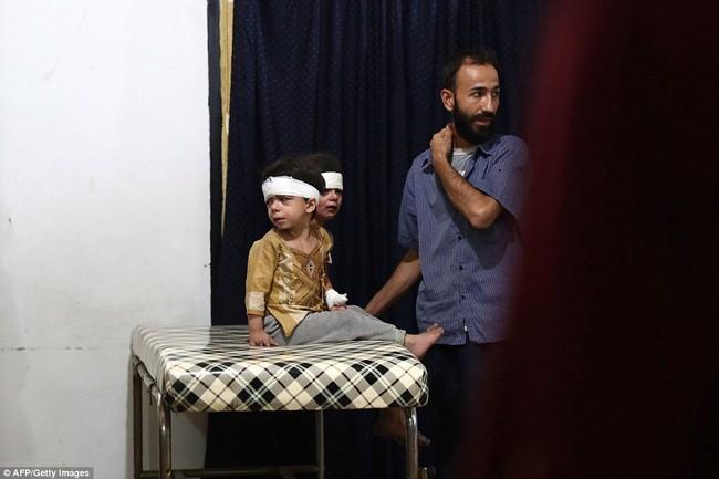 Loạt hình ám ảnh về những đứa trẻ phải sống trong bom đạn chiến tranh ở Syria - Ảnh 12.