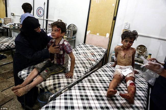 Loạt hình ám ảnh về những đứa trẻ phải sống trong bom đạn chiến tranh ở Syria - Ảnh 6.