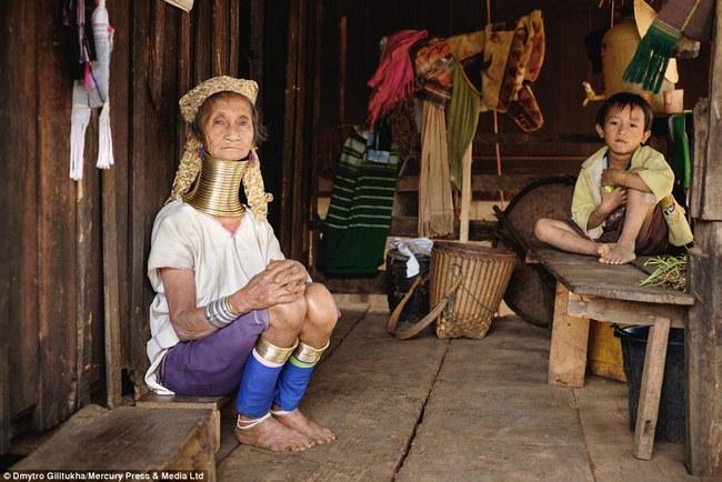 Vườn thú người: nơi những người phụ nữ cổ dài Myanmar làm đồ trưng bày cho khách du lịch Thái Lan - Ảnh 6.