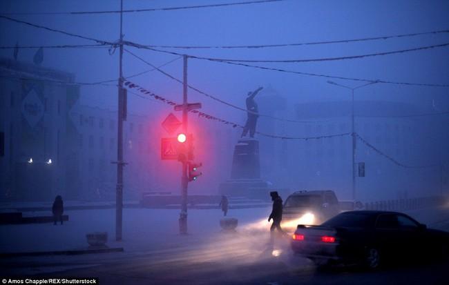 Thị trấn lạnh nhất thế giới có người sinh sống với nhiệt độ có lúc xuống tới -67 độ C - Ảnh 3.