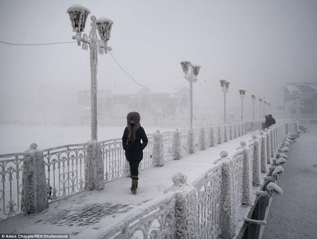 Thị trấn lạnh nhất thế giới có người sinh sống với nhiệt độ có lúc xuống tới -67 độ C - Ảnh 4.