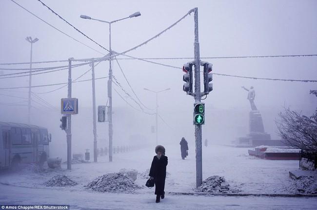 Thị trấn lạnh nhất thế giới có người sinh sống với nhiệt độ có lúc xuống tới -67 độ C - Ảnh 6.