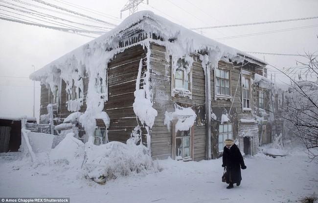 Thị trấn lạnh nhất thế giới có người sinh sống với nhiệt độ có lúc xuống tới -67 độ C - Ảnh 9.