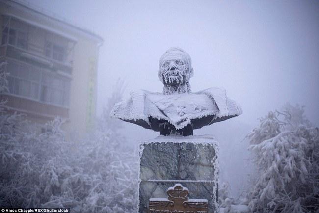 Thị trấn lạnh nhất thế giới có người sinh sống với nhiệt độ có lúc xuống tới -67 độ C - Ảnh 10.