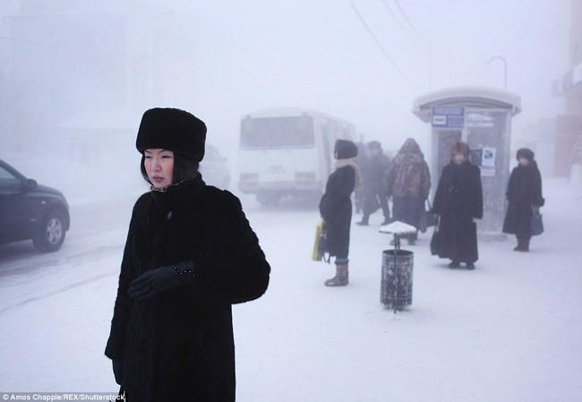 Thị trấn lạnh nhất thế giới có người sinh sống với nhiệt độ có lúc xuống tới -67 độ C - Ảnh 12.