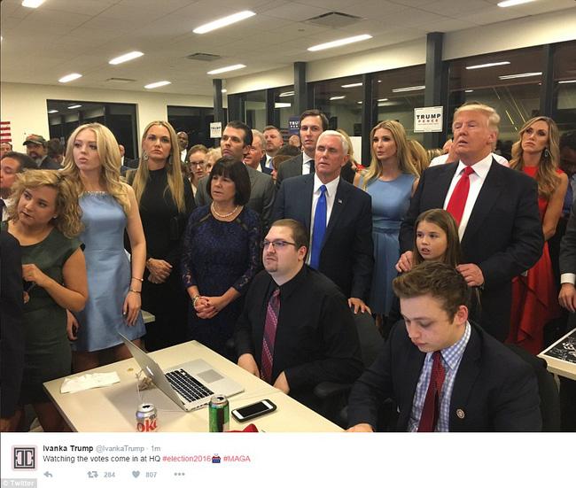 Ông Donald Trump chính thức trở thành Tổng thống thứ 45 của Mỹ - Ảnh 2.