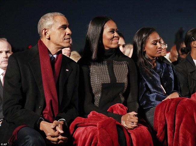 Vậy là lần cuối cùng, gia đình ông Obama thắp cây thông Noel trong mùa giáng sinh tại Nhà Trắng - ảnh 7
