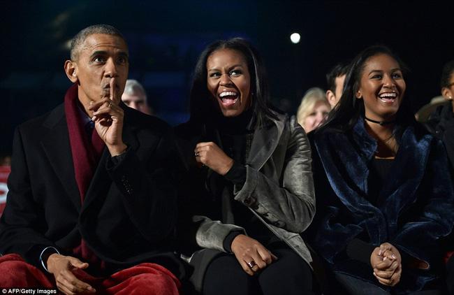 Vậy là lần cuối cùng, gia đình ông Obama thắp cây thông Noel trong mùa giáng sinh tại Nhà Trắng - ảnh 11