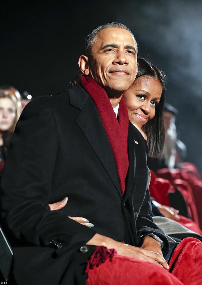 Vậy là lần cuối cùng, gia đình ông Obama thắp cây thông Noel trong mùa giáng sinh tại Nhà Trắng - ảnh 12