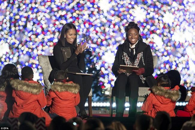 Vậy là lần cuối cùng, gia đình ông Obama thắp cây thông Noel trong mùa giáng sinh tại Nhà Trắng - ảnh 13