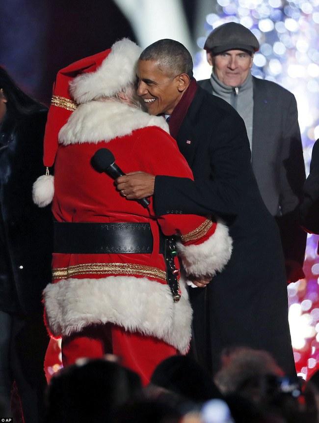 Vậy là lần cuối cùng, gia đình ông Obama thắp cây thông Noel trong mùa giáng sinh tại Nhà Trắng - ảnh 14