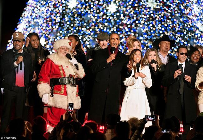 Vậy là lần cuối cùng, gia đình ông Obama thắp cây thông Noel trong mùa giáng sinh tại Nhà Trắng - ảnh 18