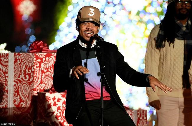 Vậy là lần cuối cùng, gia đình ông Obama thắp cây thông Noel trong mùa giáng sinh tại Nhà Trắng - ảnh 23