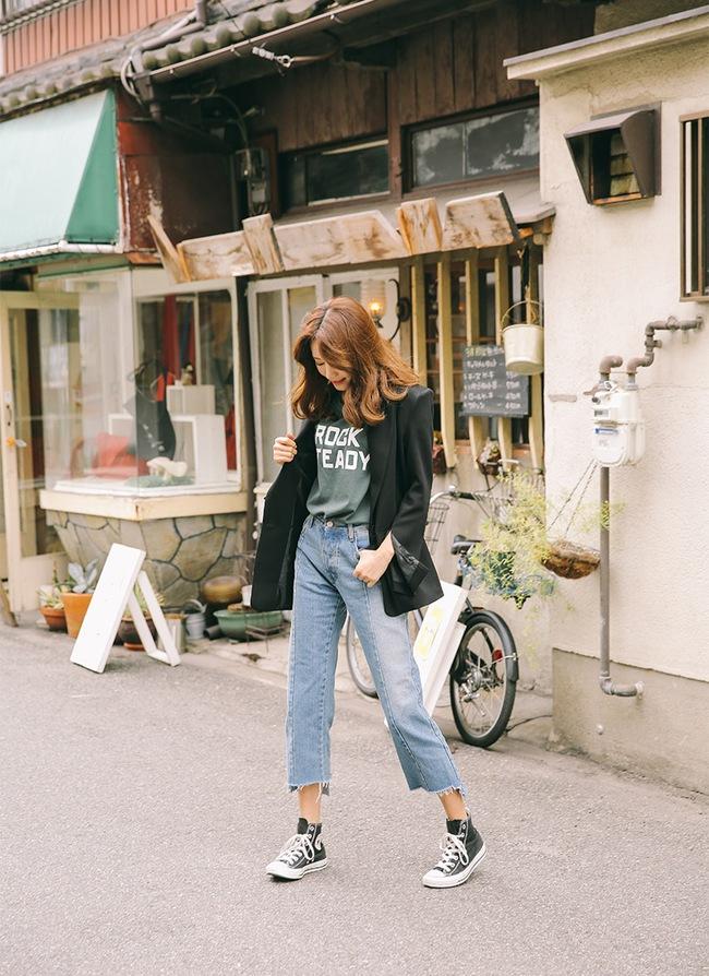 6 cách làm mới quần jeans đảm bảo chất từ các fashion blogger mà bạn nên học hỏi - Ảnh 6.