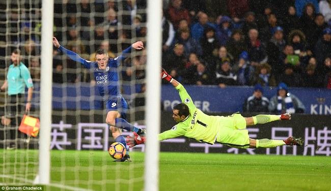 Chân sút ghi 24 bàn thắng mùa trước xuất sắc nhất vòng 15 giải Ngoại hạng Anh - ảnh 3