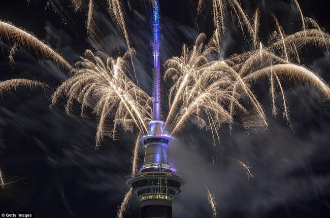 Chùm ảnh: Mãn nhãn với màn trình diễn pháo hoa rực rỡ năm mới 2017 tại Australia và New Zealand - Ảnh 6.
