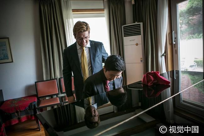 Chuyện tình đẹp của cặp đồng tính nam kết hôn tại Hàn Quốc nhưng phải sang Thụy Sĩ để đăng ký - Ảnh 7.