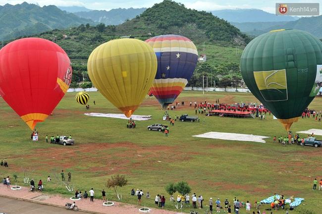 Trải nghiệm ngắm cao nguyên Mộc Châu trên khinh khí cầu khổng lồ - Ảnh 4.