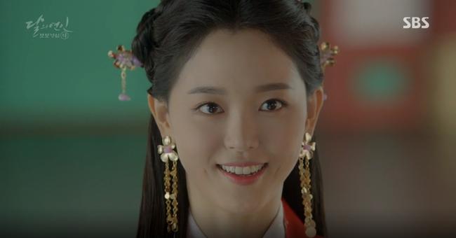 """Moon Lovers: """"Mười"""" Baekhyun chính thức có nụ hôn màn ảnh đầu tiên! - Ảnh 22."""