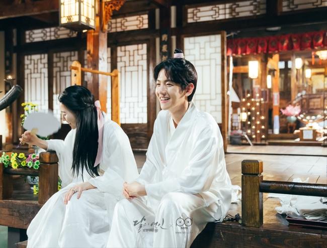 Ngoài Lee Jun Ki và IU, còn 5 mối tình cảm động trong Moon Lovers - ảnh 7