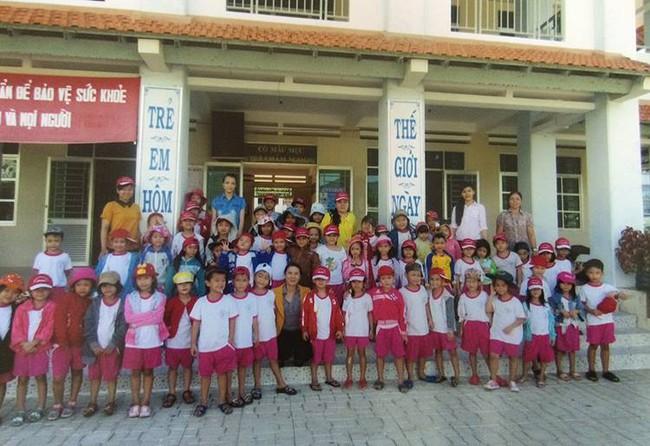 Thầy giáo trẻ ra khơi vượt biển, chấp nhận yêu xa để gieo chữ cho trẻ em nghèo biển đảo - Ảnh 6.