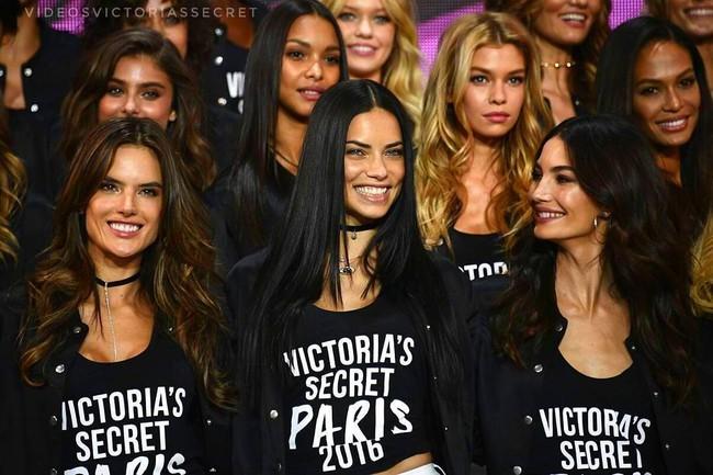 Dàn mẫu Victorias Secret đổ bộ sân khấu để tổng duyệt show, bật mí concept makeup và làm tóc - Ảnh 6.