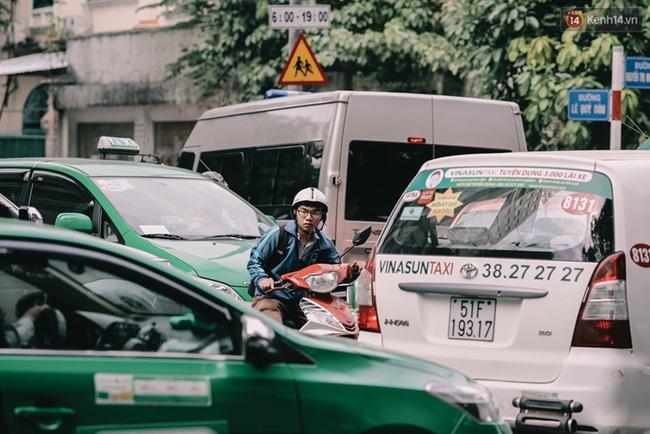 Phát điên, ngộp thở vì cảnh giờ nào cũng kẹt xe, chỗ nào cũng kẹt xe ở Sài Gòn - Ảnh 4.
