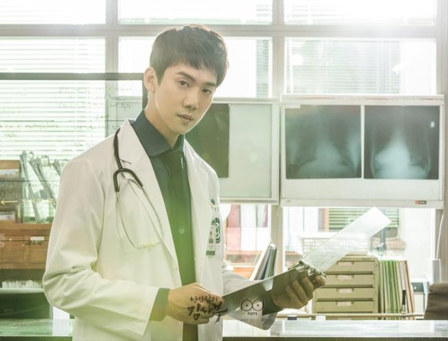 Romantic Doctor, Teacher Kim - Ngành Y lại tỏa sức hấp dẫn trên màn ảnh nhỏ Hàn dịp cuối năm - Ảnh 6.