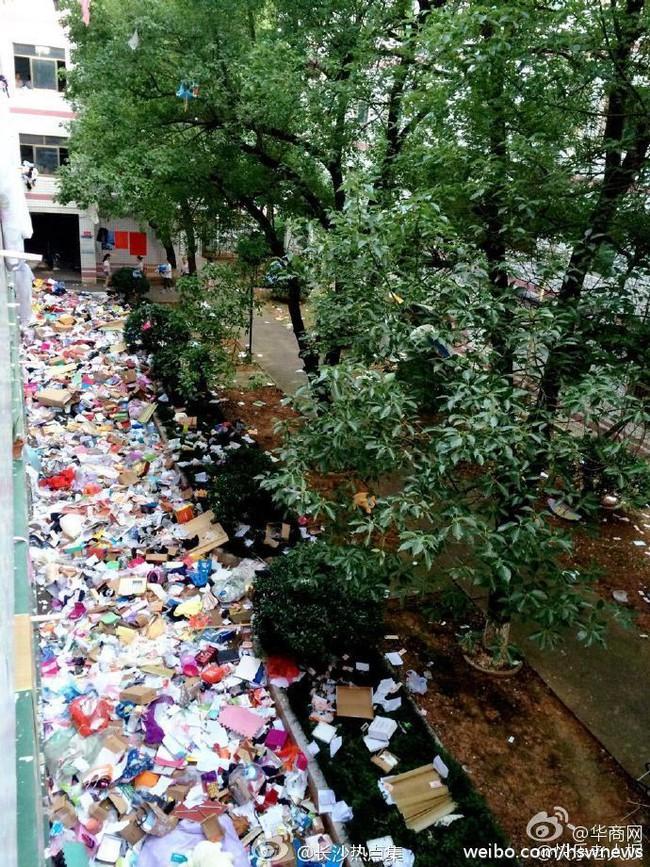 Không thể tin nổi bãi rác này chính là ký túc xá của sinh viên Trung Quốc! - Ảnh 8.