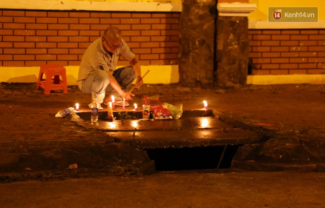 Trắng đêm giăng lưới tìm bé trai bị nước mưa cuốn xuống cống khi đang đẩy giúp xe chết máy - Ảnh 5.