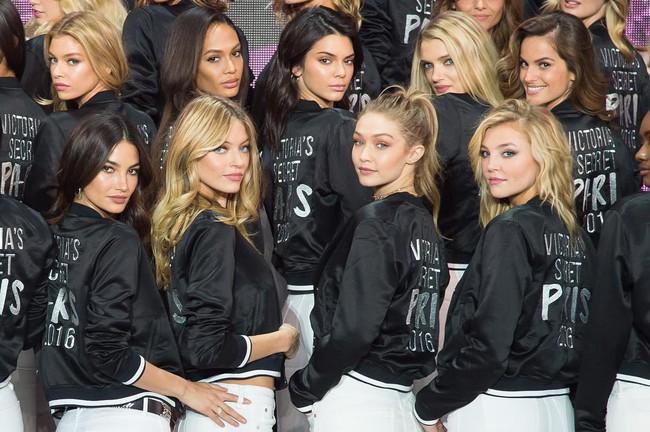 Dàn mẫu Victorias Secret đổ bộ sân khấu để tổng duyệt show, bật mí concept makeup và làm tóc - Ảnh 7.