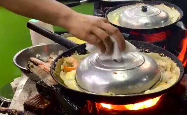 Ốc, bánh tráng trộn Sài Gòn được khen hết lời trên truyền hình Mỹ - Ảnh 6.