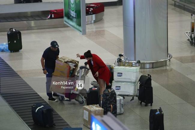 Ngọc Trinh gặp rắc rối với hành lý khi vừa về tới Việt Nam - Ảnh 4.
