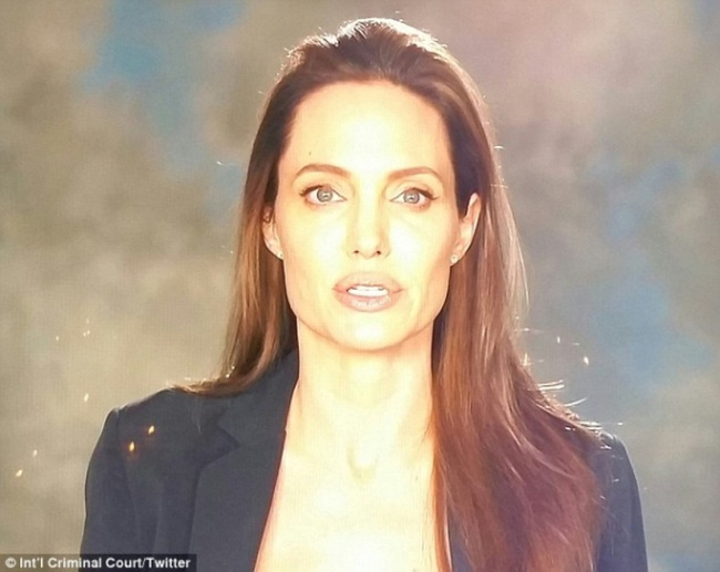 Angelina Jolie giờ đây chỉ còn 34 kg dù cao gần 1m70? - Ảnh 14.