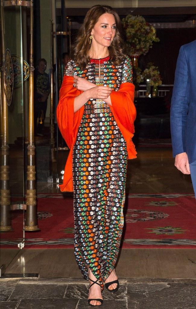 Công nương Kate chi hơn 1 tỉ VNĐ cho 17 bộ đồ trong tuần công du - Ảnh 18.