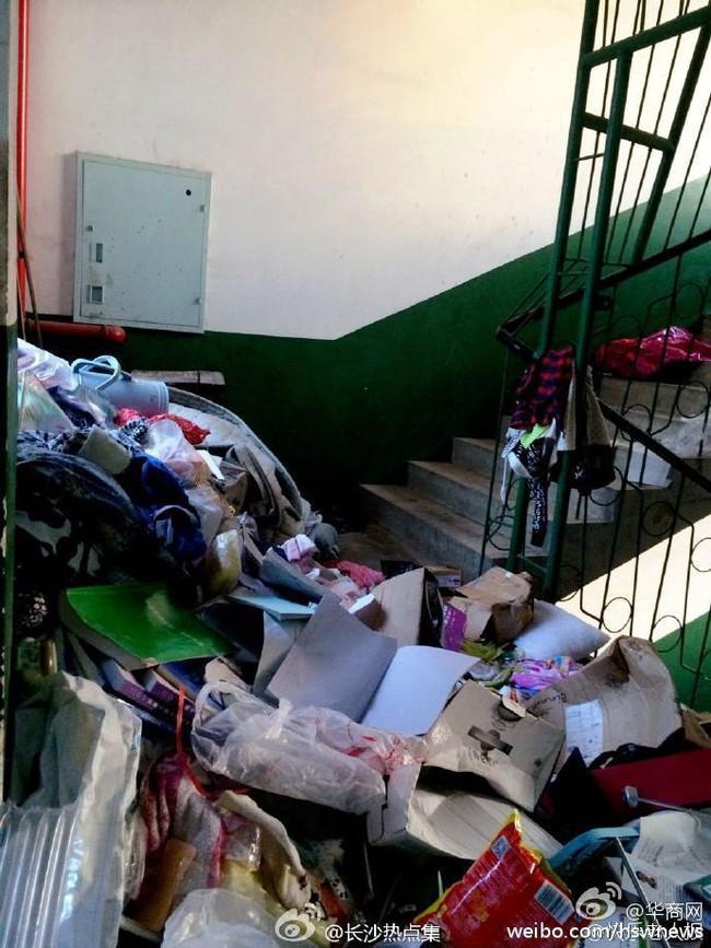 Không thể tin nổi bãi rác này chính là ký túc xá của sinh viên Trung Quốc! - Ảnh 4.