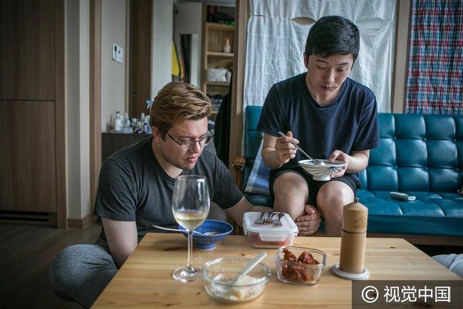 Chuyện tình đẹp của cặp đồng tính nam kết hôn tại Hàn Quốc nhưng phải sang Thụy Sĩ để đăng ký - Ảnh 4.