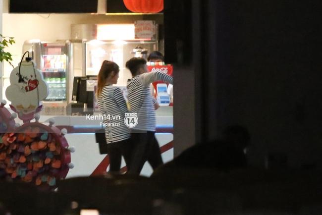 Bắt gặp Hari Won - Trấn Thành diện đồ đôi, vô tư âu yếm nhau ở rạp chiếu phim - Ảnh 6.