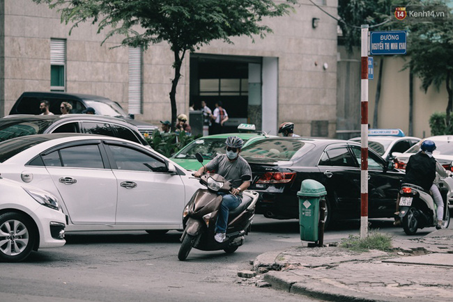 Phát điên, ngộp thở vì cảnh giờ nào cũng kẹt xe, chỗ nào cũng kẹt xe ở Sài Gòn - Ảnh 6.