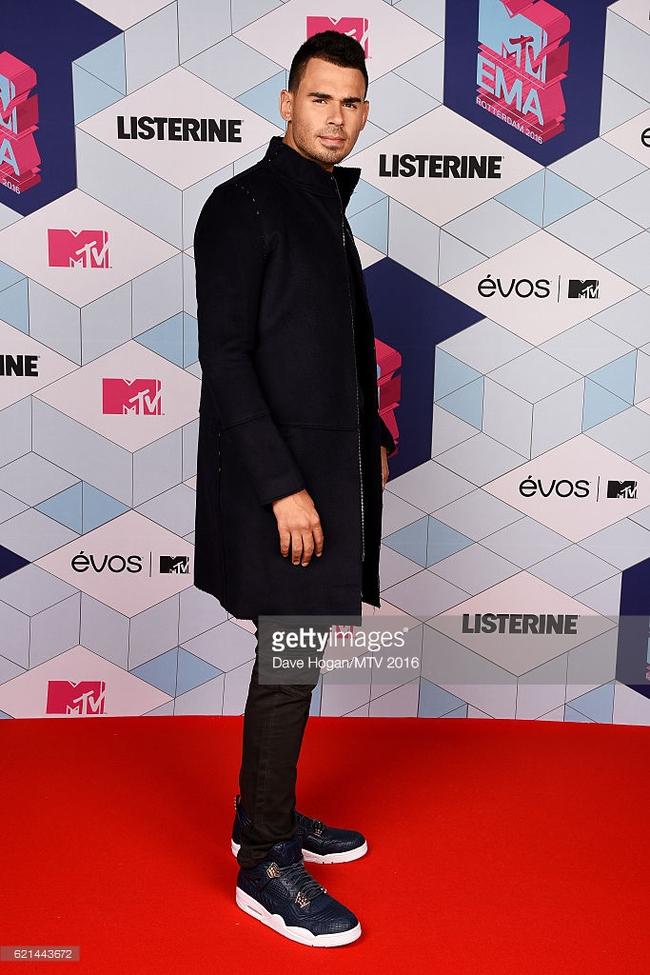 Thảm đỏ EMA 2016: Martin Garrix xuất hiện cực điển trai cùng dàn sao thế giới